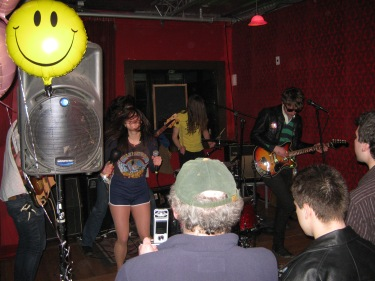 Fagettes playing in March at Radio with some familiar onlookers.